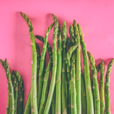 Photos d'asperges sur fond rose
